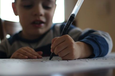 http://image.bestbrains.com/blog/first-grade-spelling-errors/child-writing-drawing-articles-pen.jpg