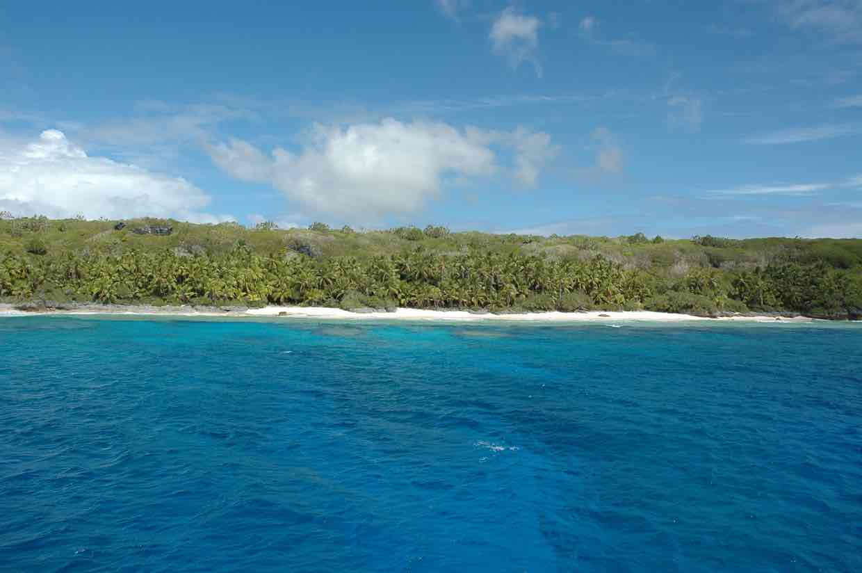 pristine-henderson-island-now-covered-with-plastic-waste