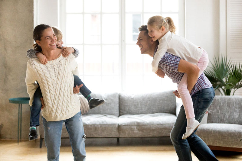 https://cdn.bestbrains.com/blog/safe-indoor-activities/parents-carrying-kids-on-piggyback.jpg