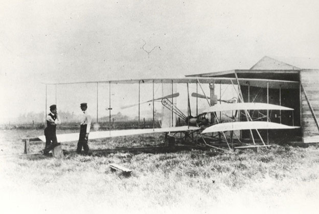 http://image.bestbrains.com/blog/wright-brothers-day/wright-brother-s-patented-aircraft-the-wright-flyer.jpg